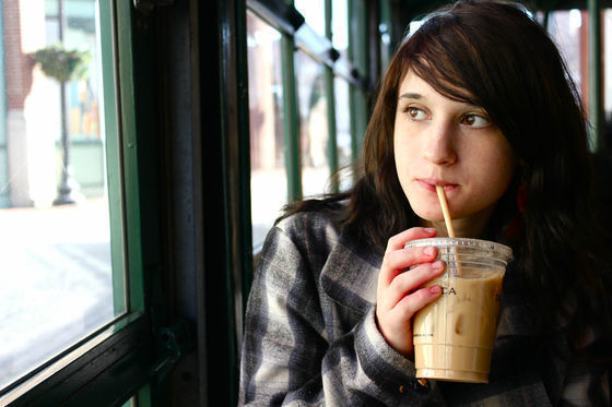 コーヒーやエナジードリンクを1日に2杯以上飲むと、摂取量の目安を軽くオーバー.jpg